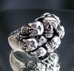 Bild von Sterling Silber Ring mit 13 kleinen Totenköpfen mit Zirkonia Augen, Gesetzlos, Friedhof