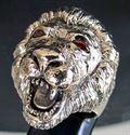 Bild von Bronze Ring mit Kopf eines Löwen mit roten Zirkonia Augen, König der Tiere